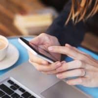 Zakupy na wyciągnięcie smartfona. Trendy w handlu przez internet za pośrednictwem telefonów komórkowych